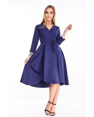 sukienka o kopertowym kroju...