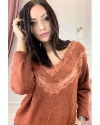 sweter z koronkową wstawką...