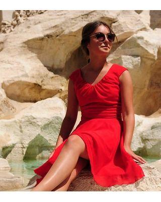 Camill 335 Zwiewna sukienka z dekoltem w V