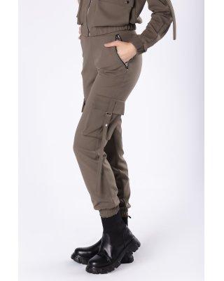 dopasowane spodnie bojówki...