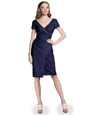 Wyszczuplająca kopertowa koronkowa sukienka CAMILL 296 3