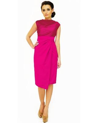 Sukienka z dekoltem typu woda oraz spódnicą na zakładkę różowa CAMILL 146