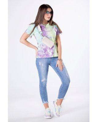 t-shirt z efektem tie dye...